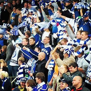 Crowd celebrates goal by Dynamo Moscow. (#NickInEurope)