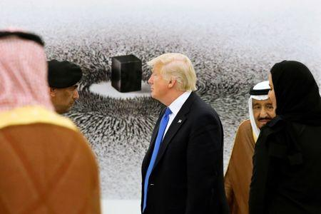 Trump receives regal welcome in Saudi Arabia