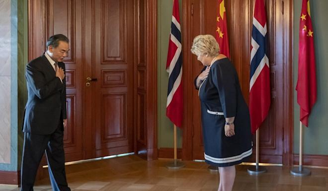Norway's Prime Minister Erna Solberg (at right) welcomes Chinese Foreign Minister Wang Yi on Thursday. Photo: EPA-EFE