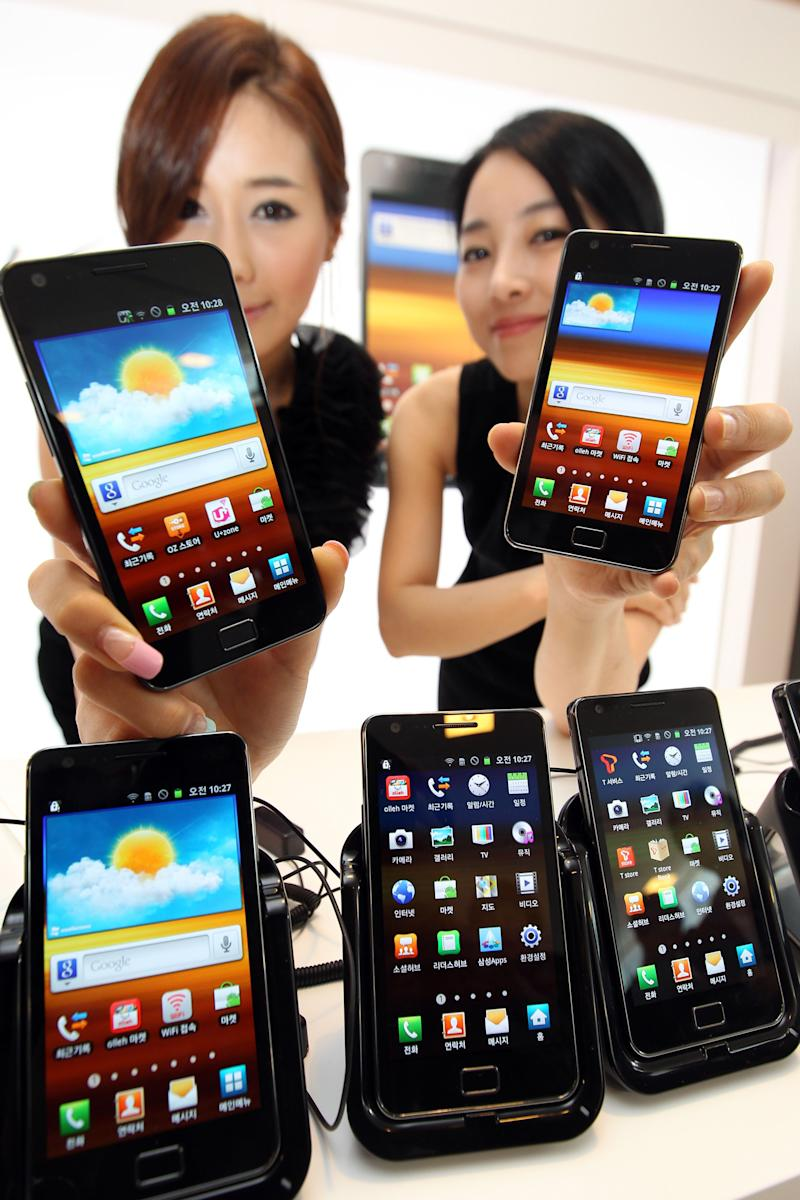 Models introduce Samsung Electronics' Galaxy S II during its unveiling ceremony in Seoul, South Korea, Thursday, April 28, 2011. The Galaxy S II, which runs on Android 2.3 with 1.2 GHz and its goes on sale in the domestic market from this month. (AP Photo/ Jin Sung-chul, Yonhap)  KOREA OUT