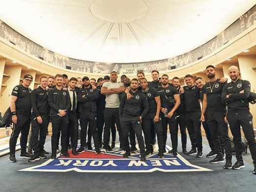 Anthony Joshua with his extensive team (Instagram/anthony_joshua)