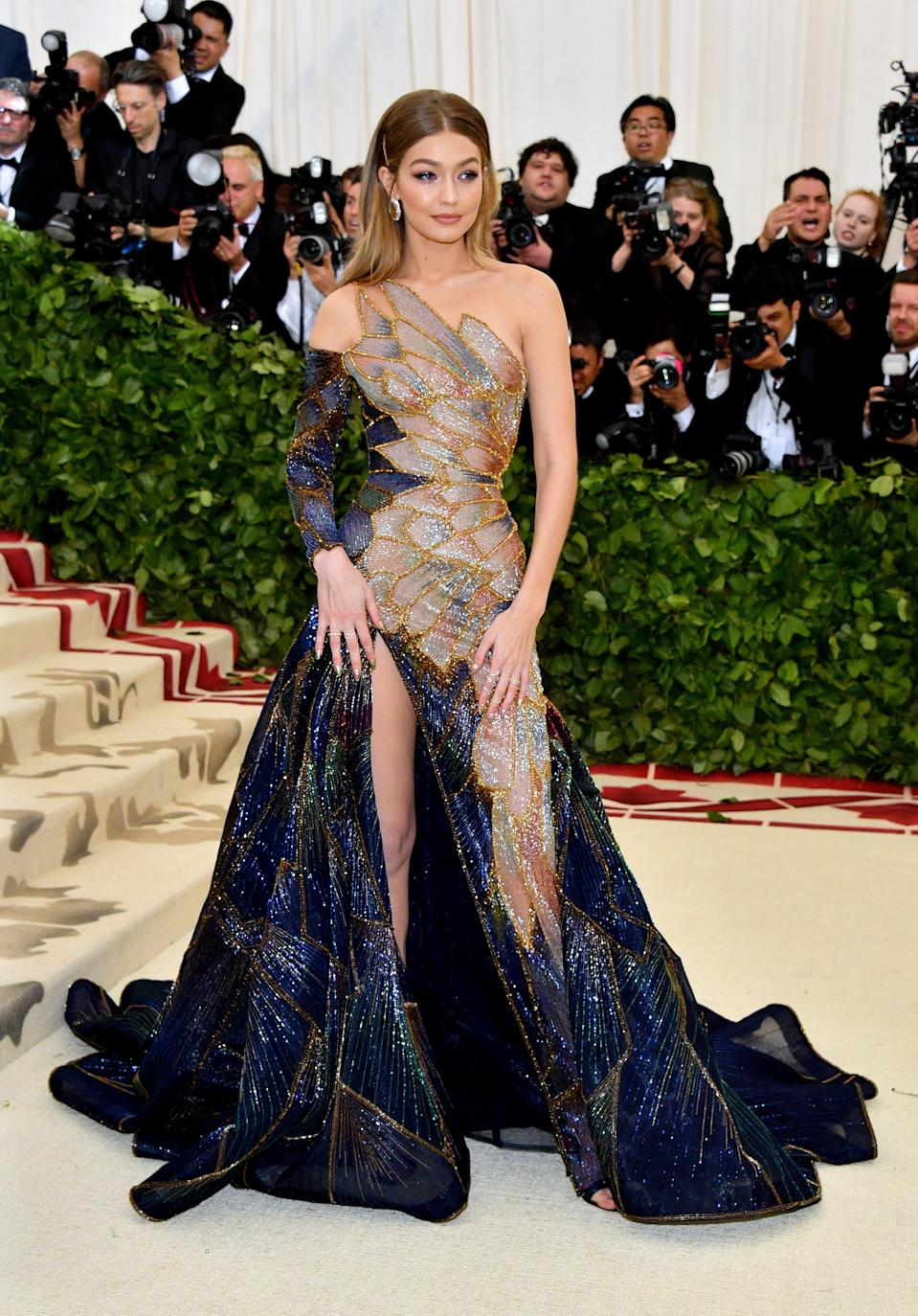 """<h1 class=""""title"""">Gigi Hadid in Atelier Versace, Lorraine Schwartz jewelry, and Christian Louboutin shoes</h1><cite class=""""credit"""">Photo: Getty Images</cite>"""