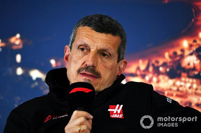 """Guenther Steiner, Team Principal, Haas F1 Team in conferenza stampa <span class=""""copyright"""">Mark Sutton / Motorsport Images</span>"""