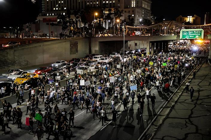 <p>Anti-Trump protesters flood the 101 freeway as they protest the President-Elect Donald Trump in Los Angeles, Calif., on Nov. 10, 2016. (Photo: Marcus Yam/Los Angeles Times via Getty Images) </p>