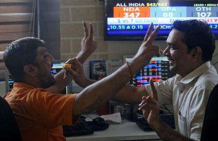 Brokers react after seeing the election result at a stock brokerage firm in Mumbai, India, May 23, 2019. REUTERS/ Francis Mascarenhas