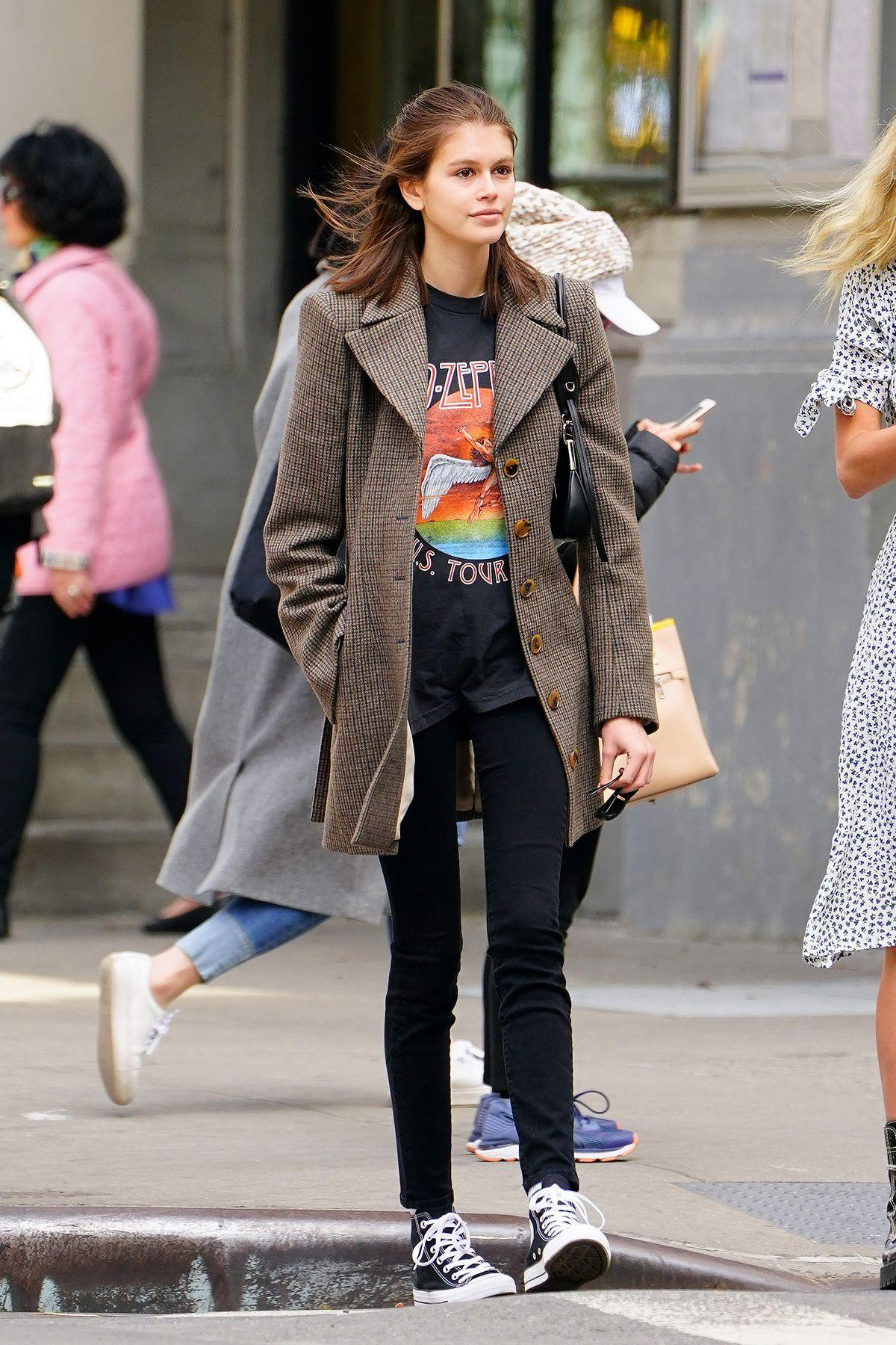 344cf27c So, You Probably Need Kaia Gerber's $69 T-Shirt, Skinnies, and ...