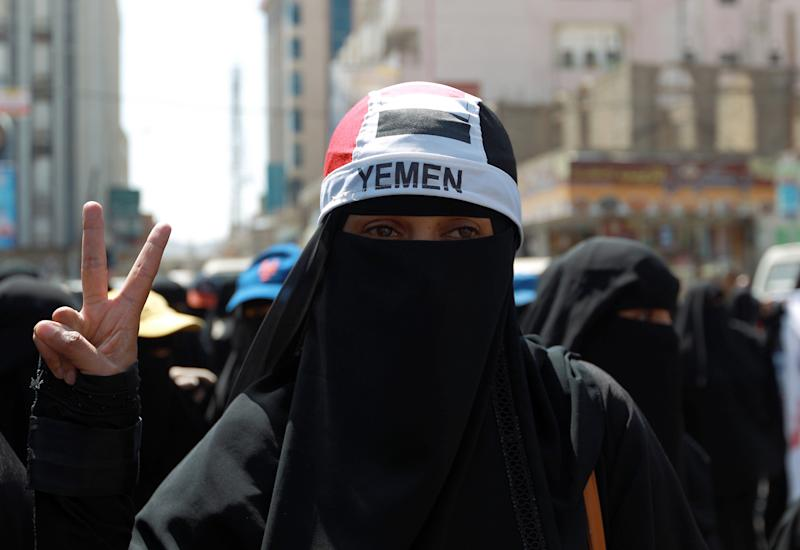 Yemeni activists rally in Sanaa, on November 1, 2014, against the control by Shiite Huthi fighters of the country's main cities (AFP Photo/Mohammed Huwais)