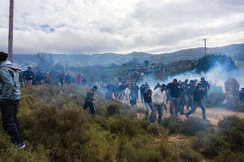 """Tear gas is fired as people protest against the so-called """"hotspot"""" being built for refugees and migrants on the Aegean island of Kos, on February 14, 2015 (AFP Photo/)"""
