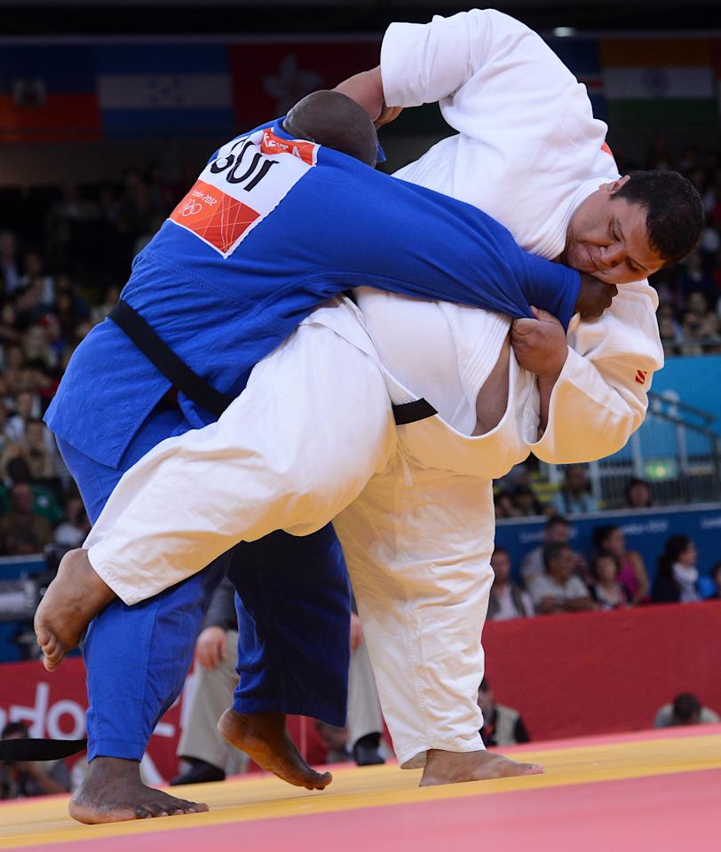 Guam's Ricardo JR Blas (white) competes with Guinea's Facinet Keita (blue) during their men's  100kg judo contest match of the London 2012 Olympic Games on August 3, 2012 at the ExCel arena in London. AFP PHOTO / EMMANUEL DUNAND