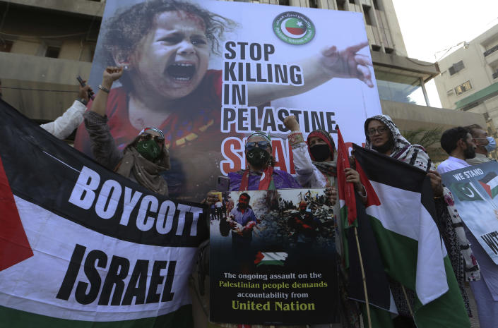 Supporters of ruling party Pakistan Tehreek-e-Insaf take part in a demonstration in support of Palestinians, in Karachi, Pakistan, Friday, May 21, 2021. (AP Photo/Fareed Khan)