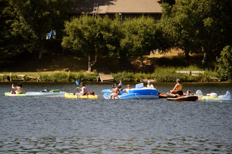 Lightly clad Alaskans take advantage of a record heat wave to enjoy lake fun in the city of Anchorage on July 4, 2019 (AFP Photo/Lance King)