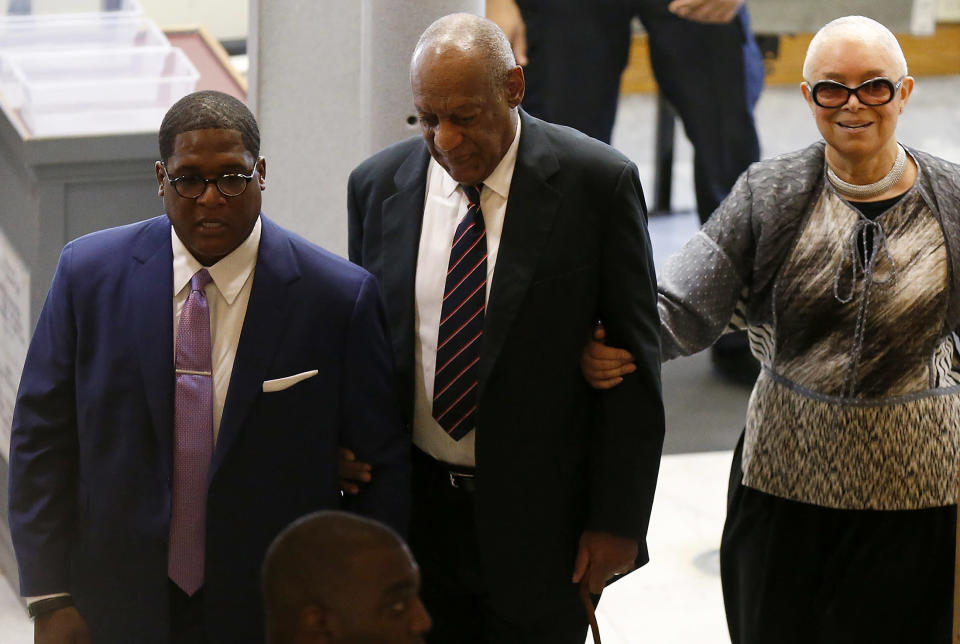 Bill and Camille Cosby headed into court alongside his crisis public relations manager Andrew Wyatt in 2017. (Photo: David Maialetti-Pool/Getty Images)