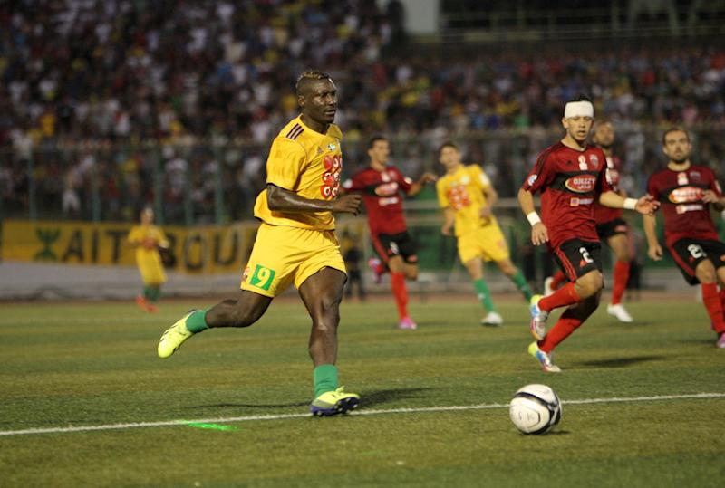 JS Kabylie's Cameroonian striker, the late Albert Ebosse (C), pictured during a match with USM Alger in Tizi Ouzou, east of the capital Algiers, on August 23, 2014