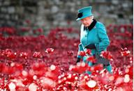 <p>Her Majesty visits the Tower of London's 'Blood Swept Lands and Seas of Red' installation. (Chris Jackson/PA Wire) </p>