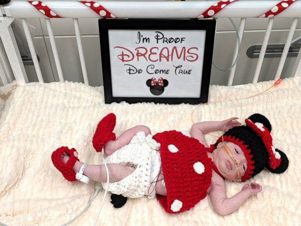 PHOTO: This Minnie Mouse knows exactly how to melt our hearts. (Advocate Children's Hospital)