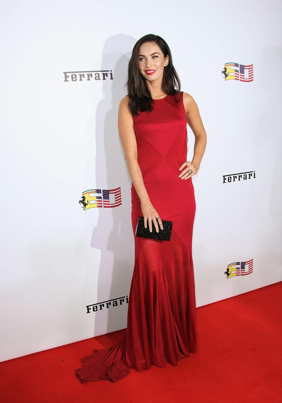 <p>Fox wore a red Versace gown for hear appearance at the event. She styled the look with a black box clutch and red lipstick. </p>