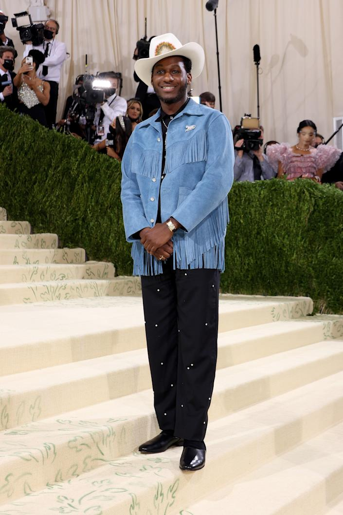 """<h1 class=""""title"""">Leon Bridges in Bode and Cartier jewelry</h1><cite class=""""credit"""">Photo: Getty Images</cite>"""