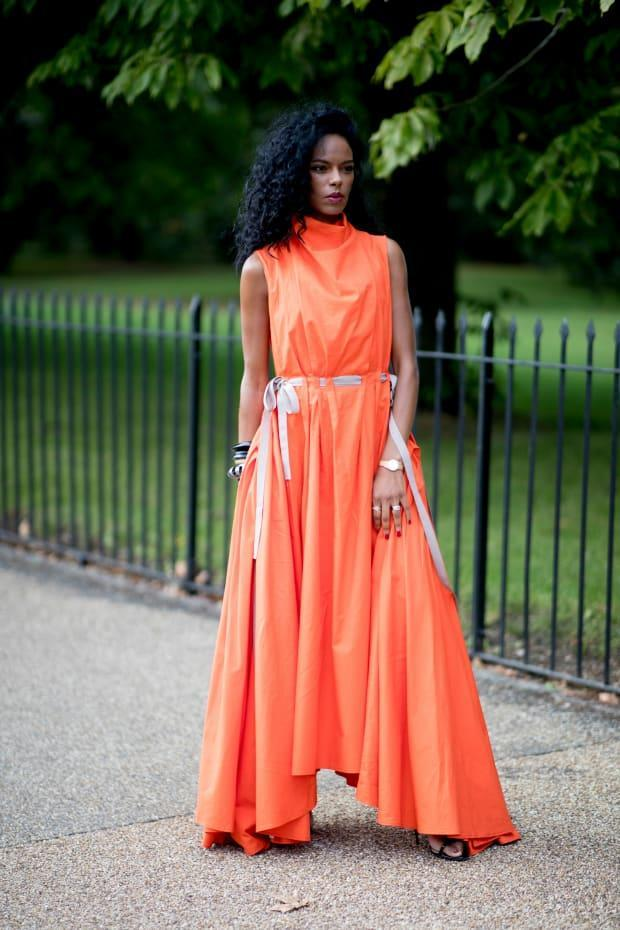 <p>On the street at London Fashion Week Spring 2022. </p><p>Photo: Imaxtree</p>