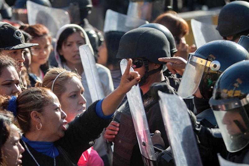 Relatives of inmates argue with the riot police outside the Topo Chico prison in the northern city of Monterrey in Mexico where 49 people died in a prison riot on February 11, 2016 (AFP Photo/Julio Cesar Aguilar)