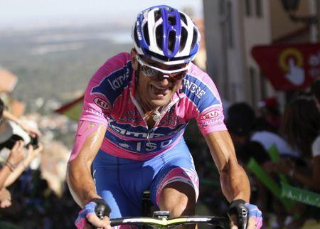 """FILE PHOTO - Lampre's Michele Scarponi of Italy cycles during the eighth stage of the Tour of Spain """"La Vuelta"""" cycling race between Talavera de la Reina and San Lorenzo de El Escorial August 27, 2011. REUTERS/Miguel Vidal"""