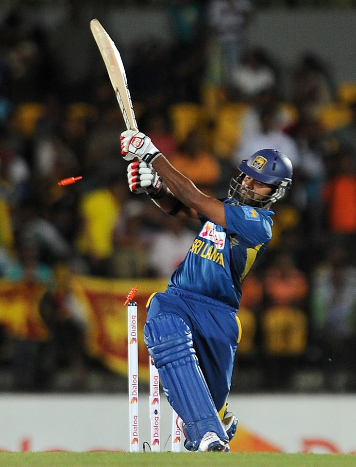 Sri Lankan batsman Lahiru Thirimanne is dismissed by South African cricketer Wayne Parnell during the second Twenty20 cricket match between Sri Lanka and South Africa at the Suriyawewa Mahinda Rajapakse International Cricket Stadium in the southern district of Hambantota on August 4,2013. AFP PHOTO / LAKRUWAN WANNIARACHCHI