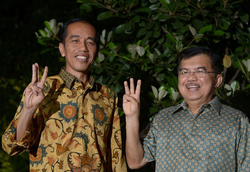 Indonesian president-elect Joko Widodo (L) and vice president-elect Jusuf Kalla gesture after a press conference in Jakarta on August 20, 2014