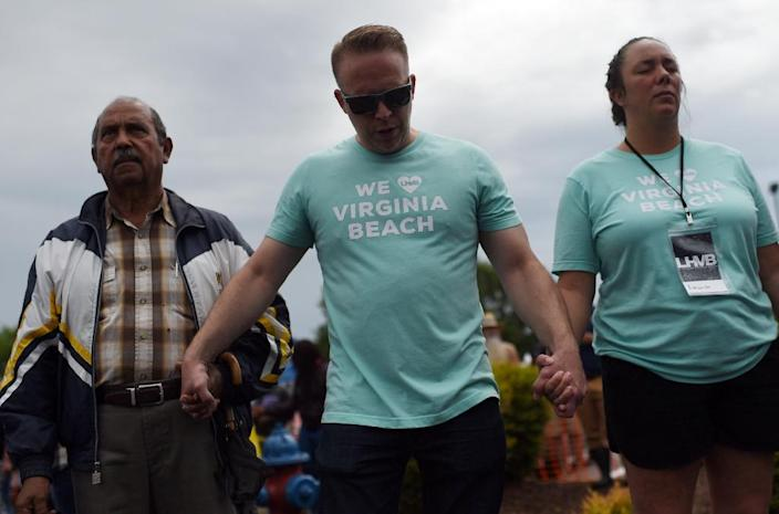 Mourners pray for the victims of the mass shooting at a vigil on June 1, 2019 (AFP Photo/Eric BARADAT )