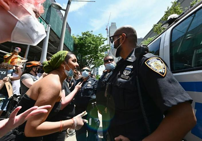 Protesters and police in Brooklyn on 17 June 2020 (AFP Photo/Angela Weiss)