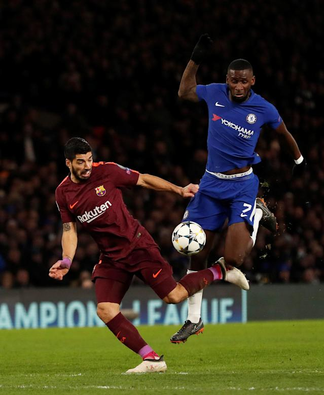 Soccer Football - Champions League Round of 16 First Leg - Chelsea vs FC Barcelona - Stamford Bridge, London, Britain - February 20, 2018 Chelsea's Antonio Rudiger in action with Barcelona's Luis Suarez Action Images via Reuters/Andrew Boyers