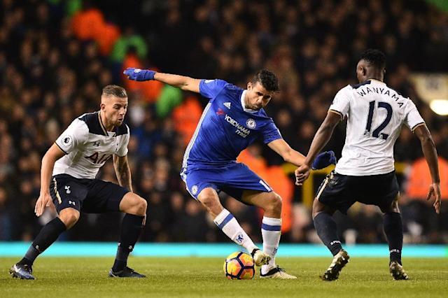 Chelsea's striker Diego Costa vies with Tottenham Hotspur's defender Toby Alderweireld (L) and Tottenham Hotspur's midfielder Victor Wanyama (R) during the English Premier League football match January 4, 2017 (AFP Photo/IKIMAGES)