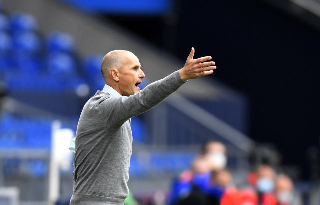 Augsburg's head coach Heiko Herrlich gives instructions to his players during the German Bundesliga soccer match between FC Schalke 04 and FC Augsburg at the Veltins-Arena in Gelsenkirchen, Germany, Sunday, May 24, 2020. The German Bundesliga becomes the world's first major soccer league to resume after a two-month suspension because of the coronavirus pandemic. (AP Photo/Martin Meissner, Pool)