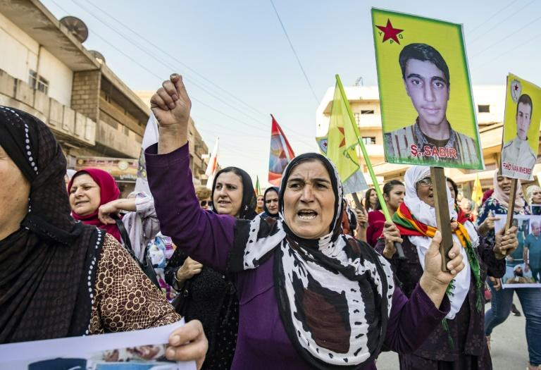 Syrian Kurds waved flags and chanted slogans against Ankara's invading force (AFP Photo/Delil SOULEIMAN)