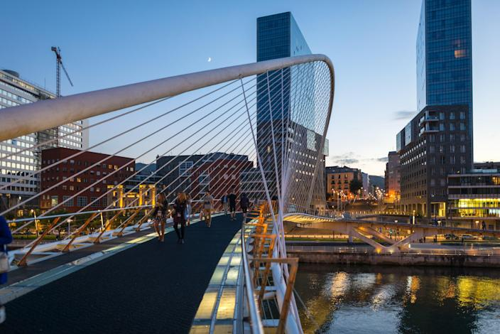 The Zubizuri footbridge (which also goes by the names Campo Volantin Bridge and Puente del Campo Volantin) was built in 1997. Designed by the legendary architect Santiago Calatrava, the structure is located in Bilbao, Spain.