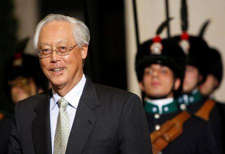 FILE PHOTO: Singapore's Senior Minister Goh Chok Tong arrives at Chigi palace in Rome, Italy April 23, 2009. REUTERS/Remo Casilli/File Photo