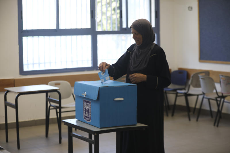 A woman votes in Jerusalem Tuesday, Sept. 17, 2019. Israelis began voting Tuesday in an unprecedented repeat election that will decide whether longtime Prime Minister Benjamin Netanyahu stays in power despite a looming indictment on corruption charges. (AP Photo/Mahmoud Illean)