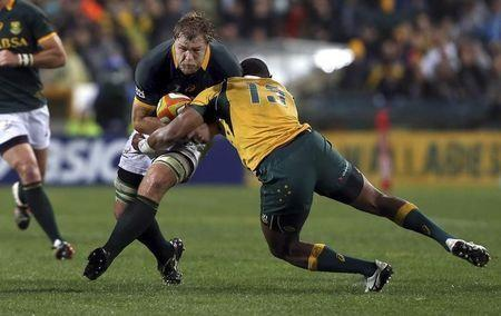 Duane Vermeulen (L) of South Africa's Springboks is tackled by Tevita Kuridrani of Australia's Wallabies during their Tri-Nations rugby union match at Subiaco Oval in Perth, Western Australia, September 6, 2014.