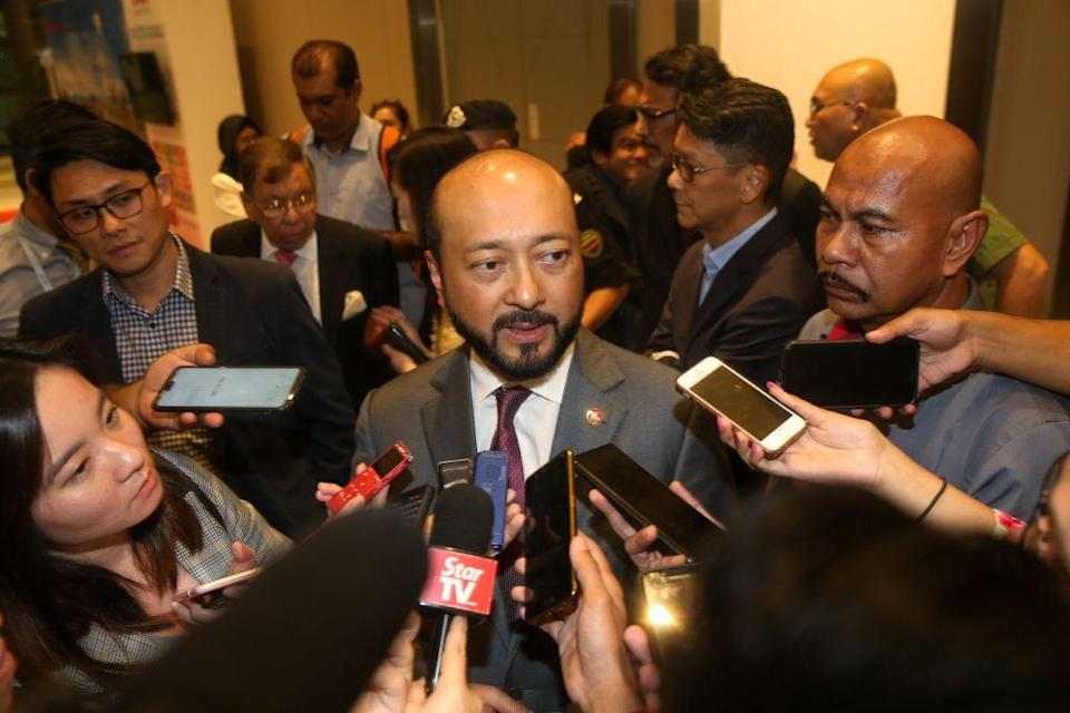 Datuk Seri Mukhriz Mahathir (pic) claimed that the same people who wanted Dr Mahathir to stay are now asking Tan Sri Muhyiddin Yassin to step down over the latter's loss of support in Parliament. — Picture by Choo Choy May