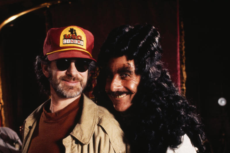 Director Steven Spielberg and actor Dustin Hoffman on the set of Spielburg's film Hook. (Photo by Murray Close/Sygma/Sygma via Getty Images)