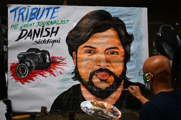 An art teacher gives finishing touches to a painting of Reuters journalist Danish Siddiqui as a tribute outside an art school in Mumbai on July 16, 2021, after the Pulitzer Prize-winning photographer with the Reuters news agency was killed covering fighting between Afghan security forces and the Taliban near a border crossing with Pakistan, the media outlet reported, citing an army commander. (Photo by Indranil MUKHERJEE / AFP) (Photo by INDRANIL MUKHERJEE/AFP via Getty Images) (Photo: INDRANIL MUKHERJEE via Getty Images)