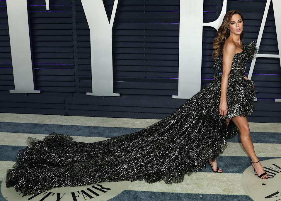 BEVERLY HILLS, LOS ANGELES, CA, USA – FEBRUARY 24: Actress Kate Beckinsale wearing a Giambattista Valli Haute Couture gown and Christian Louboutin shoes arrives at the 2019 Vanity Fair Oscar Party held at the Wallis Annenberg Center for the Performing Arts on February 24, 2019 in Beverly Hills, Los Angeles, California, United States. (Photo by Xavier Collin/Image Press Agency/Sipa USA)