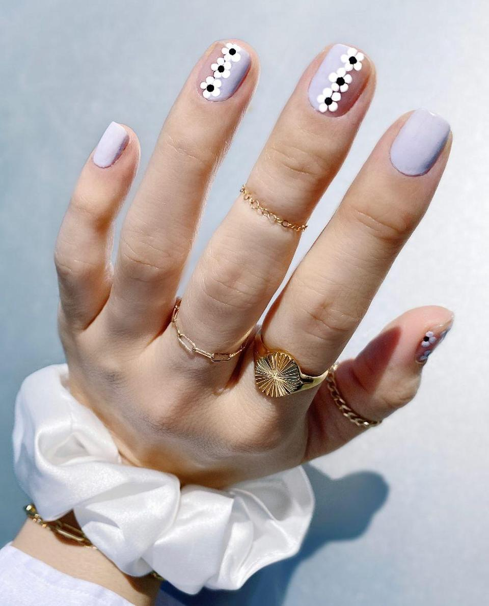 Graphic black and white flowers add a cool touch to pastel lilac.