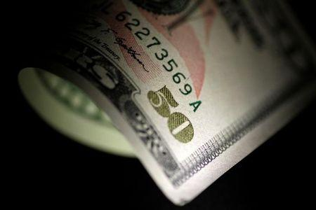 Dollar edges higher, yen steady in cautious trade