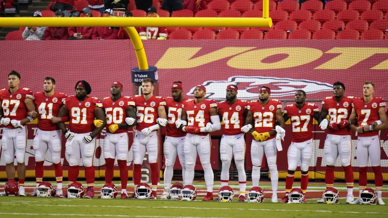 Dissent shown as players come together on opening night of NFL season