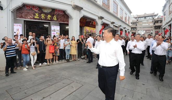 Xi Jinping waves to onlookers during his visit to Chaozhou on Monday. Photo: Xinhua