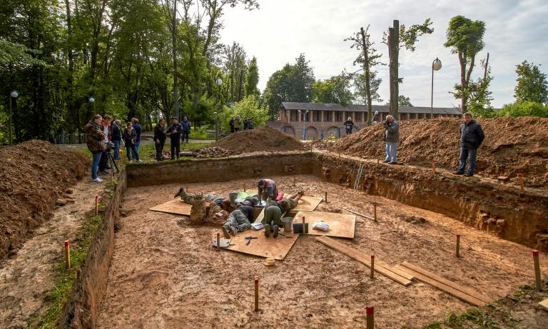 Archaeologists work at the site where a 200-year-old mystery may be solved (AFP Photo/Denis Maximov)