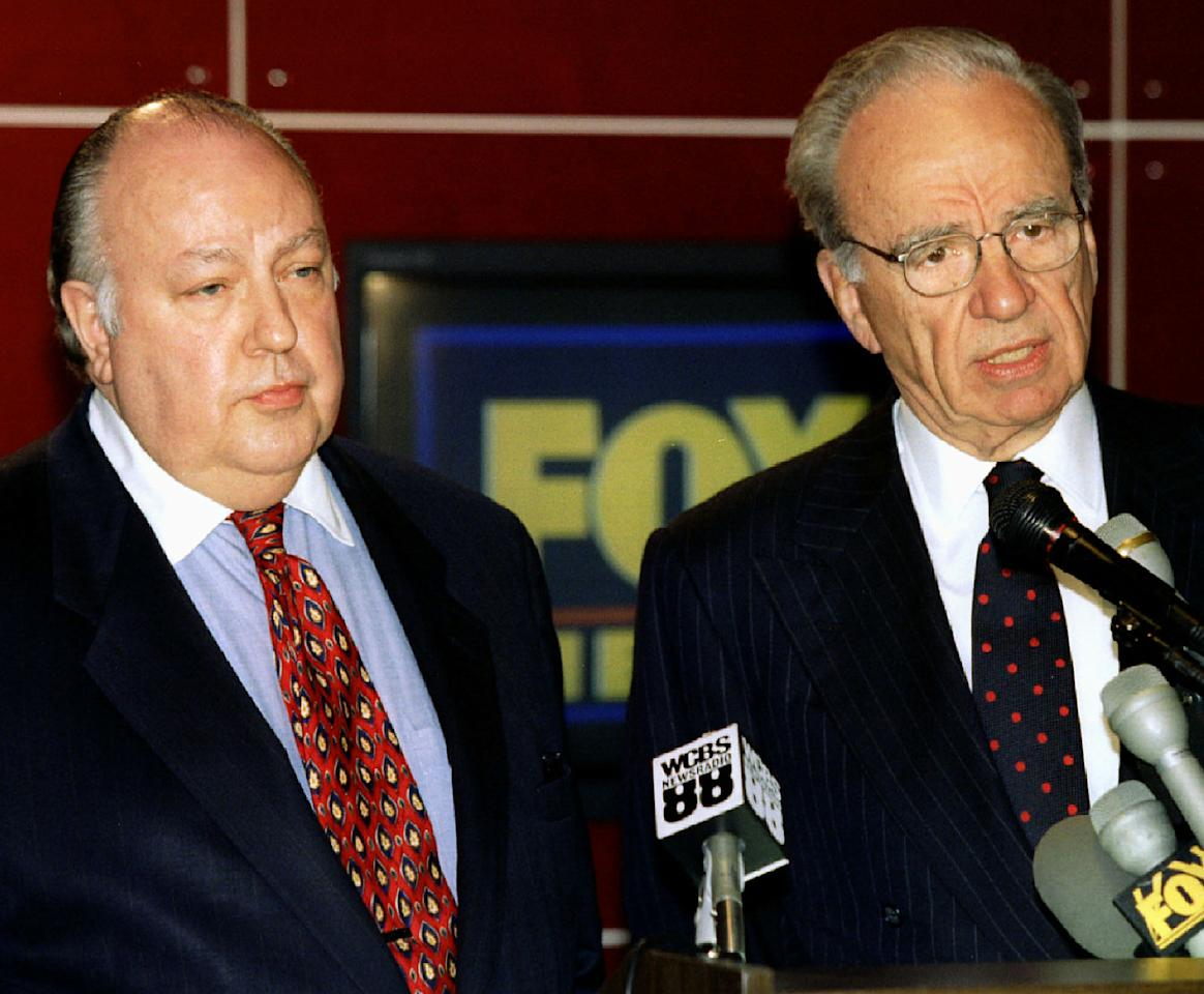 <p>News Corp. chief Rupert Murdoch, right, speaks at a press conference in New York on Jan. 30, 1995, where he announced that cable-TV figure Roger Ailes, left, would head the new Fox 24-hour news network. (Photo: Peter Morgan/Reuters) </p>