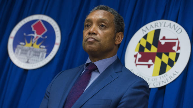 WASHINGTON ― D.C. Attorney General Karl Racine, a Democrat, announced on Thursday that his office will not ask the Supreme Court to review a federal court ruling blocking the enforcement of a tough gun restriction law.