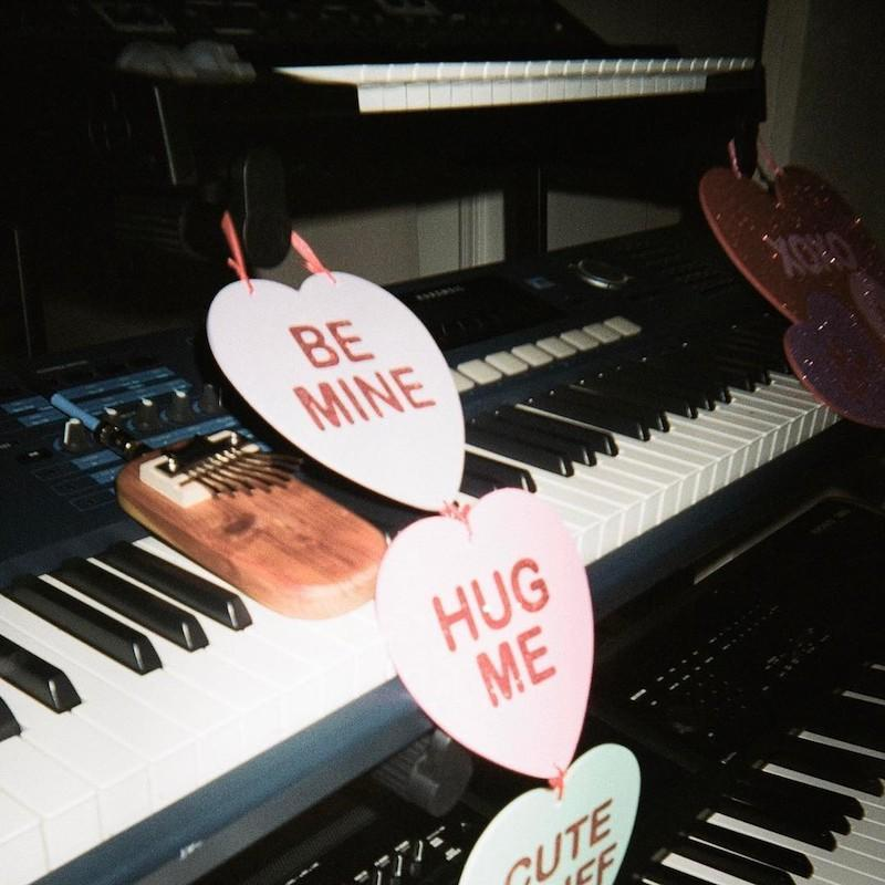 """<p>The singer, who is dating Mac Miller, shared a photo from her keyboard, which she found decorated with oversized candy hearts that said, """"Be mine,"""" """"Hug me,"""" and """"Cute stuff."""" (Photo: <a rel=""""nofollow noopener"""" href=""""https://www.instagram.com/p/BQgUl6PFrb3/?taken-by=arianagrande&hl=en"""" target=""""_blank"""" data-ylk=""""slk:Instagram"""" class=""""link rapid-noclick-resp"""">Instagram</a>) </p>"""