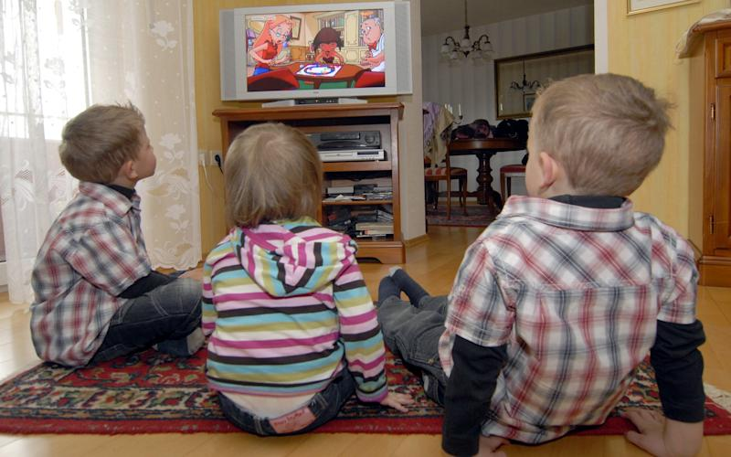 A group of European child health experts have found a strong link between obesity and prolonged exposure to media and technology