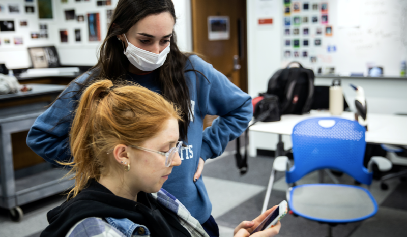 Students at Syracuse University wear face masks as the threat of coronavirus spreads, New York, U.S., March 12, 2020. Picture taken March 12, 2020. (Photo: REUTERS/Maranie Staab)